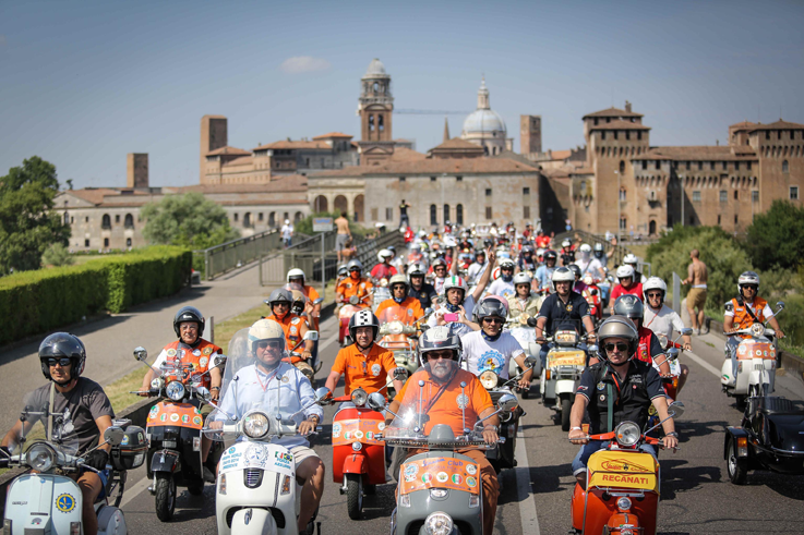 The Vespa World Days record edition comes to a close at Mantua, italy