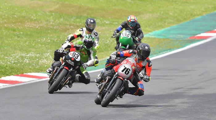 Grande equilibrio a Vallelunga nella seconda tappa del trofeo Moto Guzzi Fast Endurance