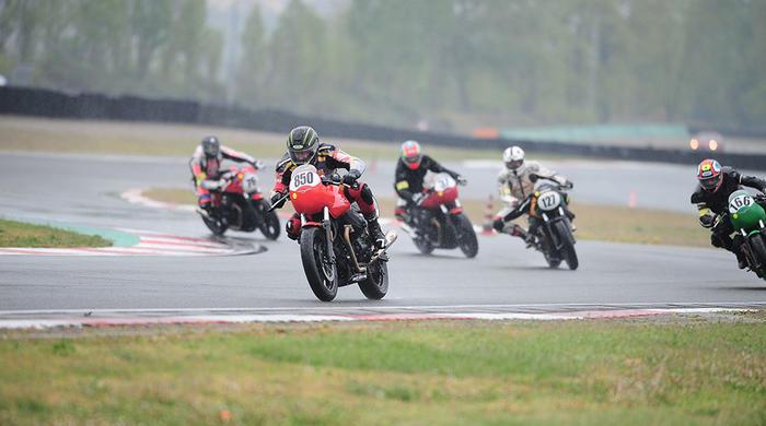 """Un successo la """"prima"""" del Trofeo Moto Guzzi Fast Endurance"""